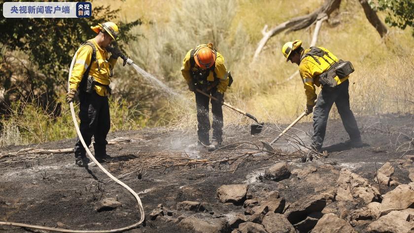 受大风影响 美国加州中部地区山火扑救进展缓慢