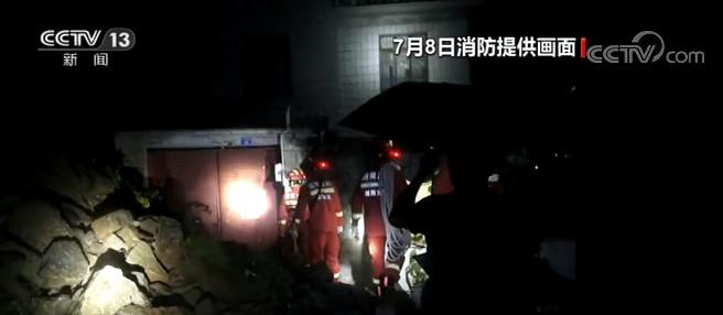 湖南湘西山体塌方居民被困 3人被救出图片