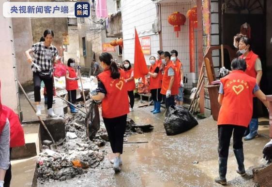 杏悦:退去灾后清理进杏悦行时公交线路逐步恢复图片