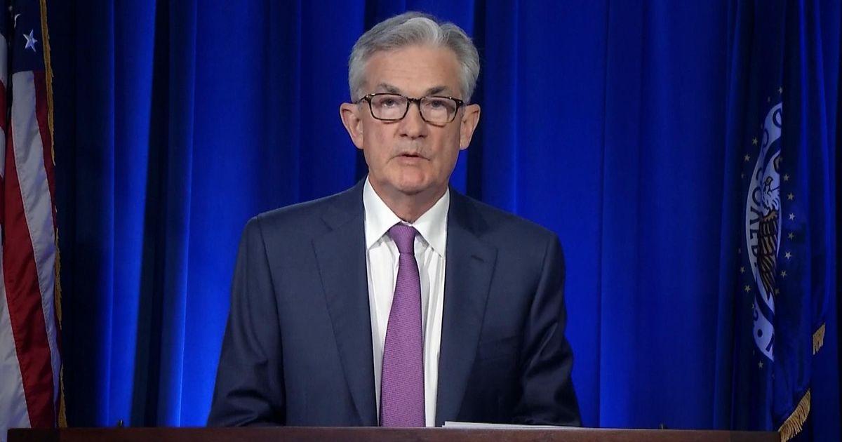 """美国经济遭""""休克式打击"""",惠誉评级送""""警告子弹"""""""