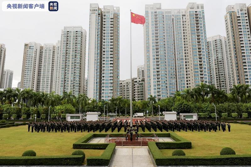解放军驻澳门部队举行升国旗仪式庆祝建军93周年图片