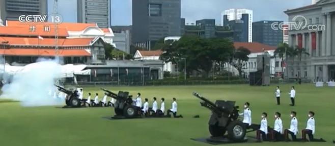 新加坡:疫情下举行国庆庆典 团结一心共克时艰