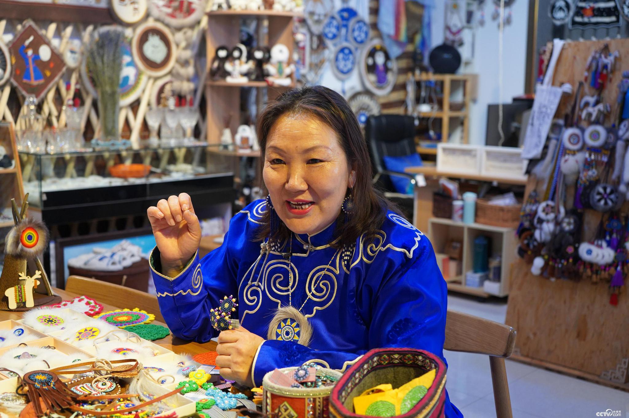 乌仁与记者分享她的创业故事