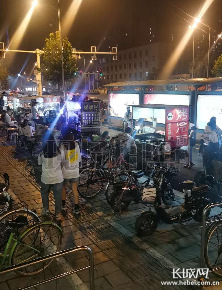 【民声回音】西王地铁站附近占道经营影响通行 街道办及时处理