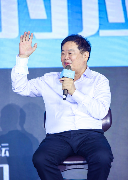 """福耀玻璃曹德旺:新能源车市竞争激烈,靠补贴谋利的车企就是在""""等死"""""""