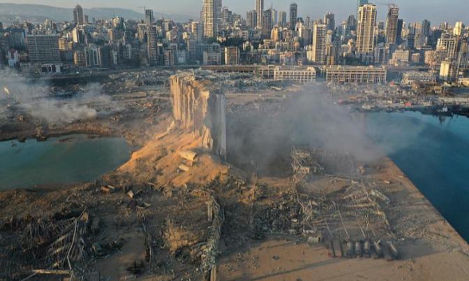 △贝鲁特港口大爆炸后的港口周围变为一片废墟。(图片来源:美联社)