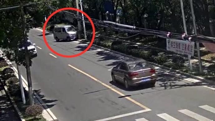 上海一男子凌晨酒驾出事故后逃逸,竟在白天伪造车祸现场报假警企图骗保