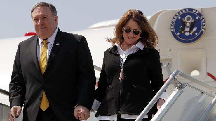 蓬佩奥又要带妻子出访 美国舆论炸锅:将受到严格审查