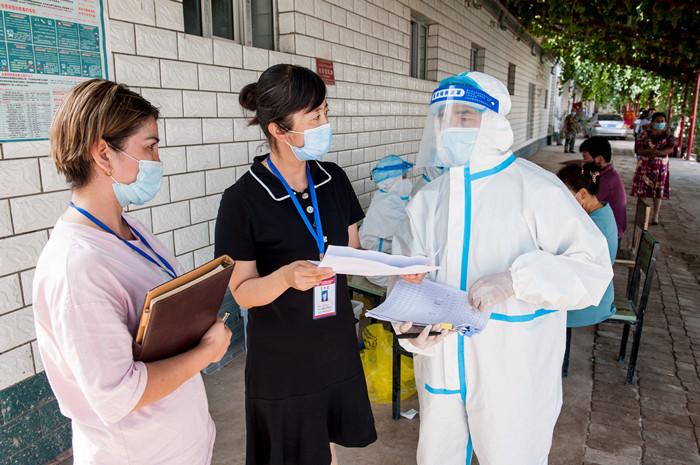 镜头 | 强监督促监管 保障打赢疫情防控攻坚战