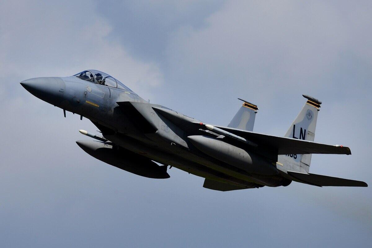 美完成在俄邻国空军基地改造工作可停放12架战机