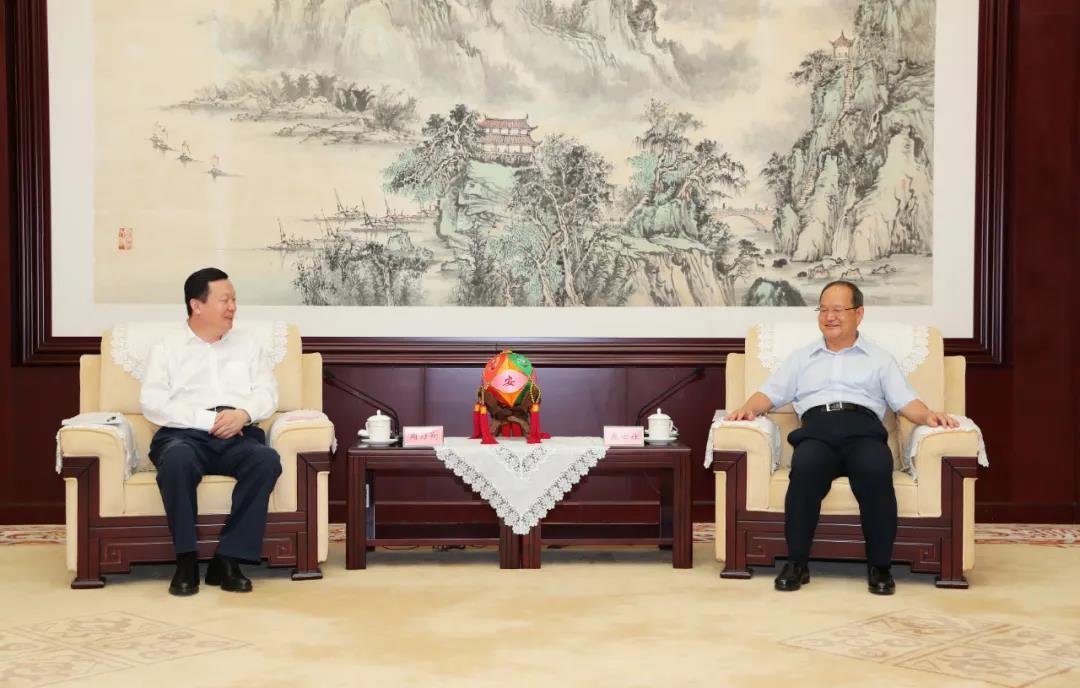 周乃翔与广西壮族自治区党委书记鹿心社会谈