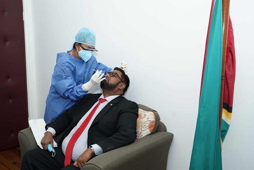 圭亚那总统及内阁成员接受新冠病毒检测