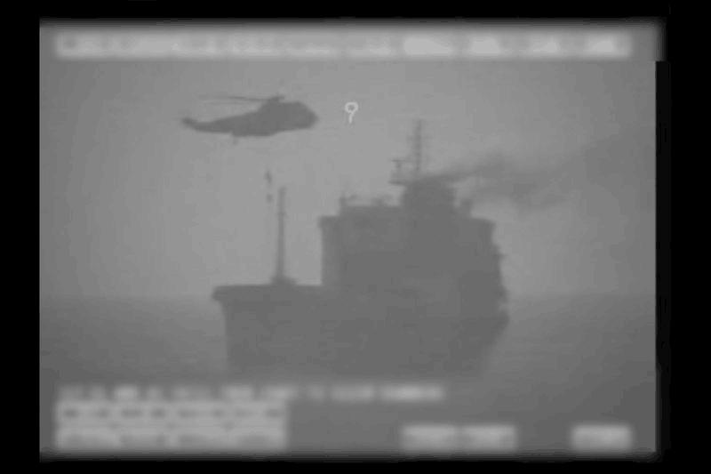 美军:伊朗在霍尔木兹海峡扣押油轮 派特种部队登船