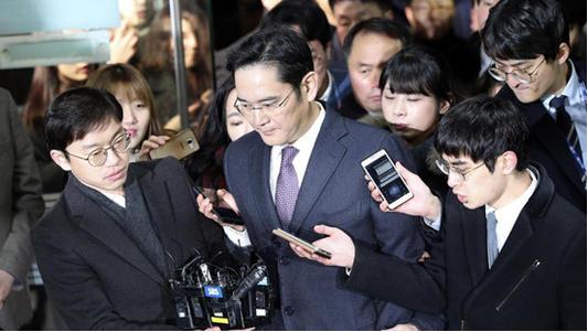韩国三星海力士芯片做得那么大为何怕日本?原来是材料上被卡脖子