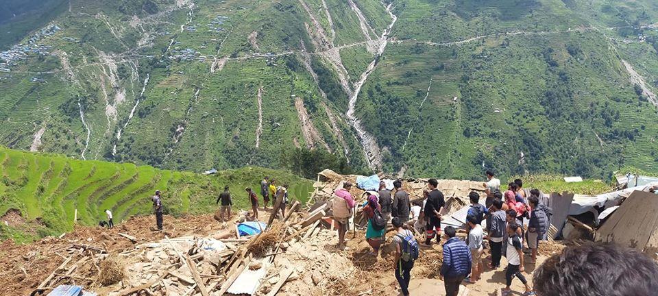 尼泊尔山体滑坡造成5人死亡 30余人失踪
