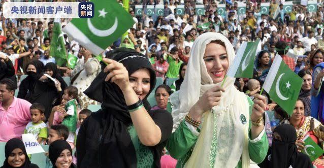 巴基斯坦民众街头狂欢庆贺独立日(图)