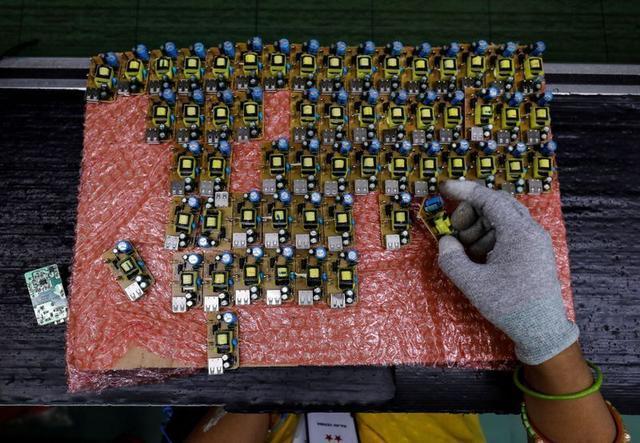 外媒:印度推迟手机零部件进口审批,小米OPPO等中企业务受影响