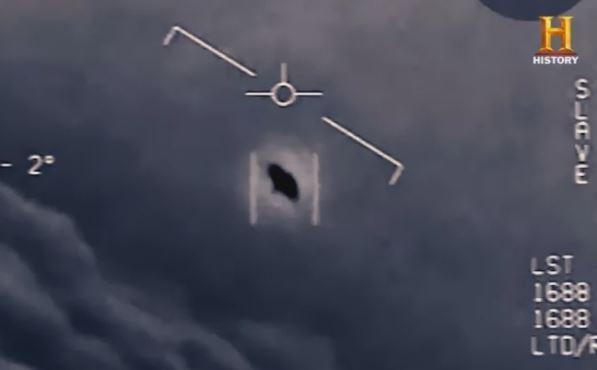 在2014和2015年,美国海军飞行员多次报告在训练中目击到UFO。(美国太空网站)