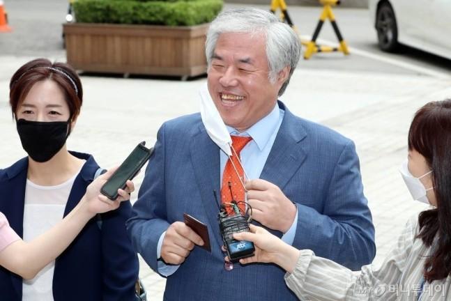 """爱第一""教会牧师全光勋(money today网站)"