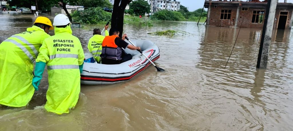 印度特伦甘纳邦一船只倾覆 9人获救4人失踪