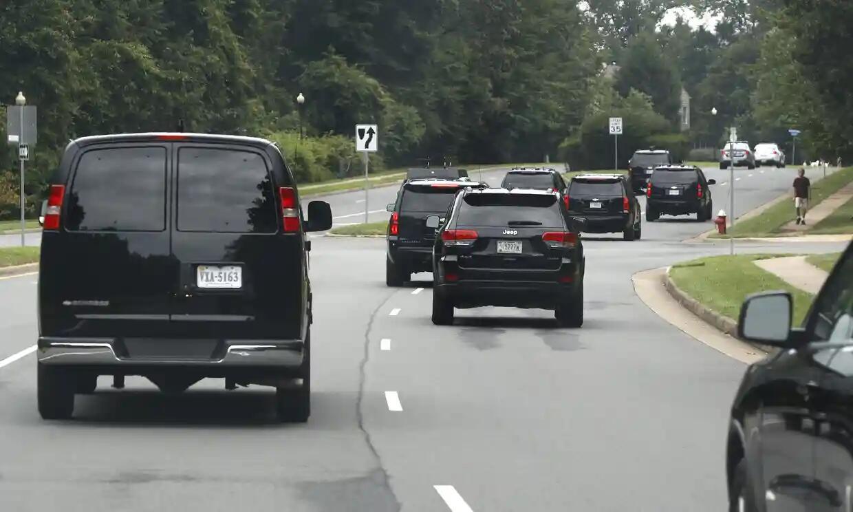 特朗普车队开往高尔夫球场