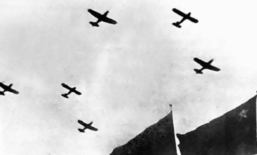 """专打美军""""王牌""""的空中猎手 创造传奇的我空军原司令员王海上将去世"""