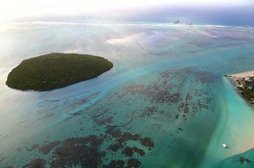 △被燃油污染的海域