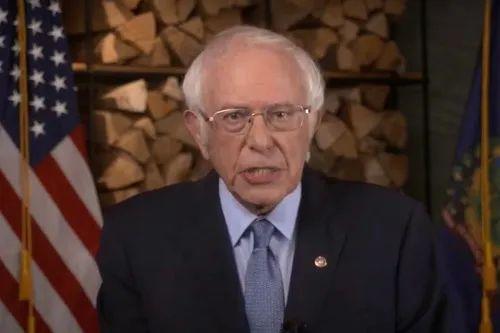 8月17日,美国佛蒙特州联邦参议员伯尼·桑德斯在线出席美国民主党全国代表大会(视频截图)。新华社发