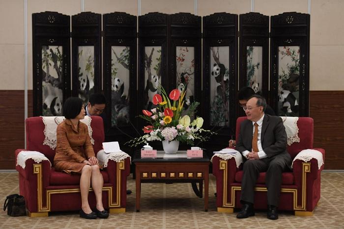 尹力会见新任泰国驻成都总领事张淑贞