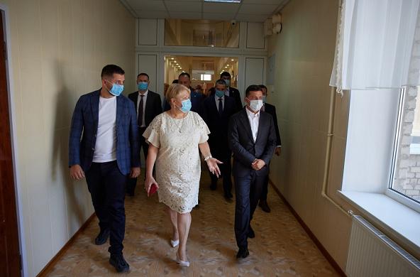 乌克兰总统谈妻儿患新冠肺炎:它会让人极度虚弱