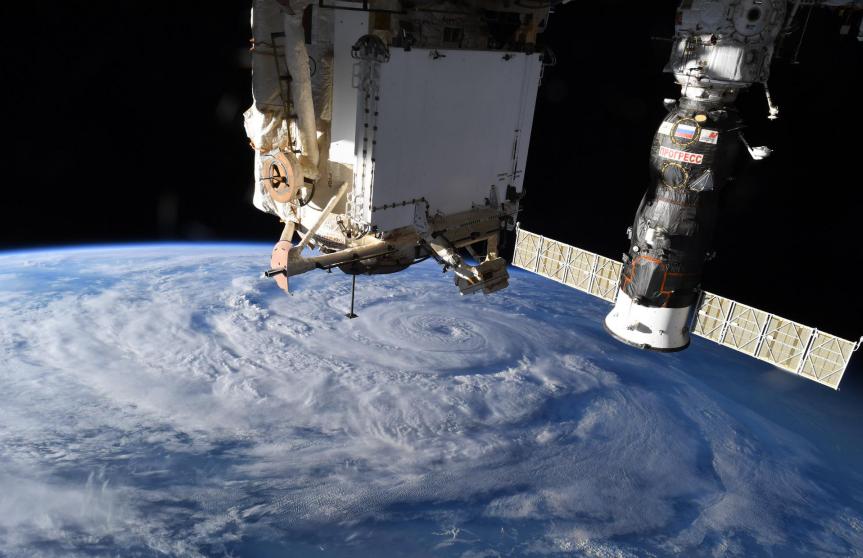 从太空拍下的地球照片(国际空间站科考组成员、美国宇航员卡西迪的推特)