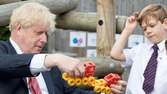 英国首相呼吁中小学生9月开学复课 英各界深感担忧