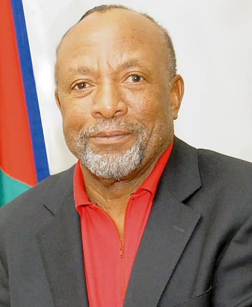 △图为纳米比亚副总统姆本巴