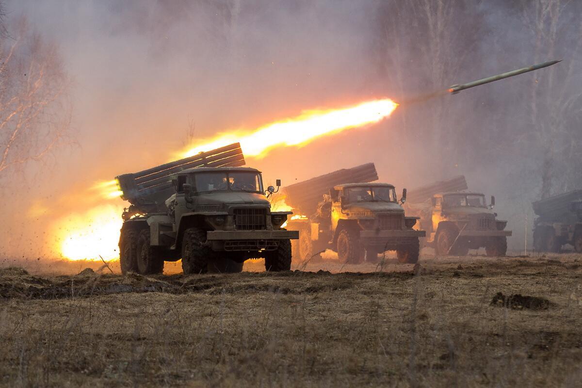 俄把无人机塞进远程火箭弹里发射后能快速侦察目标
