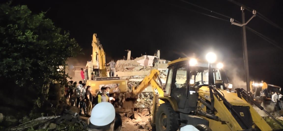 印度西部一建筑物倒塌 约30人仍被困