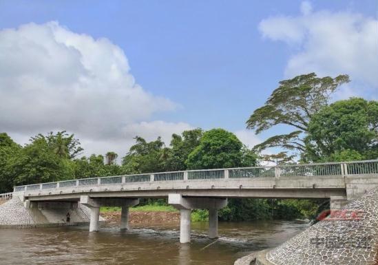 中国政府援密克罗尼西亚联邦卡玛桥改造项目交付启用