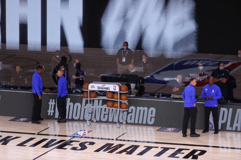 抗议黑人被枪击事件,NBA雄鹿队拒绝出场比赛