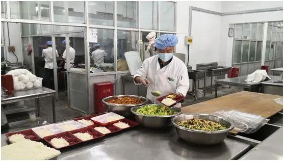 抗疫故事丨竭诚做好餐饮服务保障工作--记学生餐饮管理服务中心饮食一部张村的抗疫故事