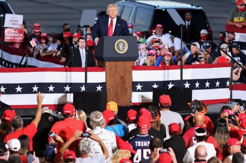 """白宫演讲被示威者""""打搅"""",特朗普:他们是暴徒!"""