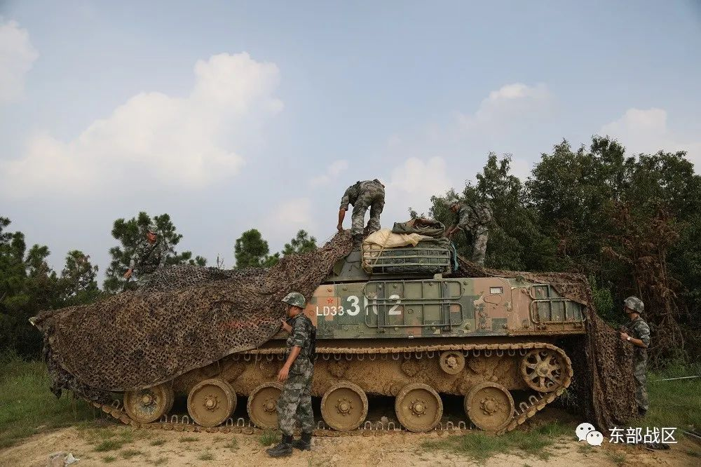 东部战区合成营体系对抗演练画面曝光 装甲精锐尽出