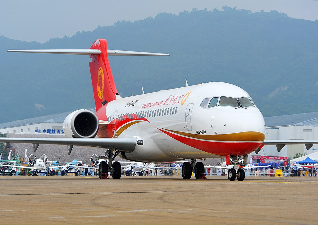中国自主研制ARJ21飞机在全球海拔最高民用机场完成试飞