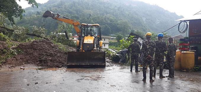 尼泊尔山体滑坡导致8名建筑工人死亡