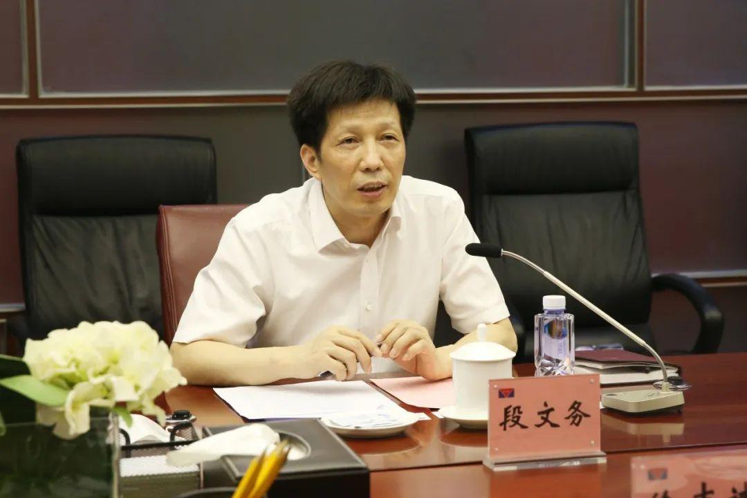 申万宏源集团总经理徐志斌一行到访中投保