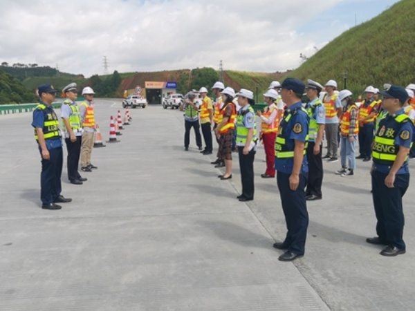 [广西]玉林分中心:万秀大队联合交警、运营公司开展边坡水毁安全应急抢险演练(图)