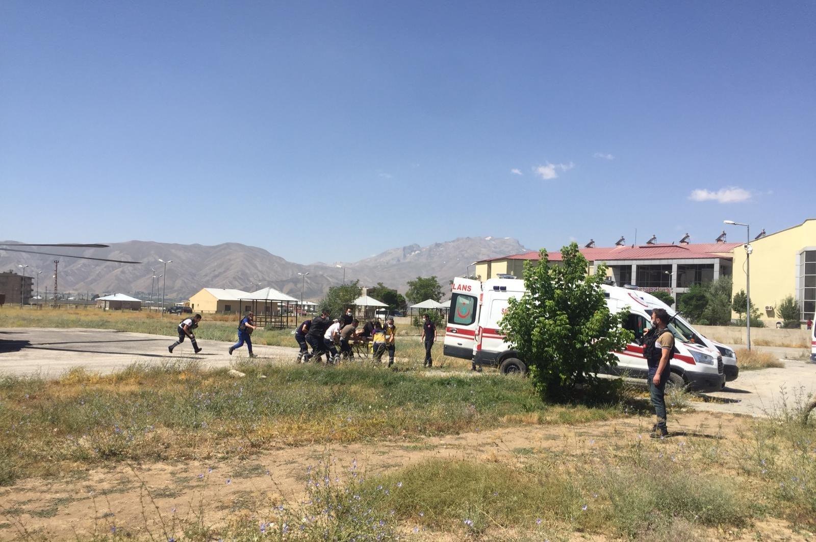土耳其哈卡里省一迷你巴士坠崖 致6死1伤