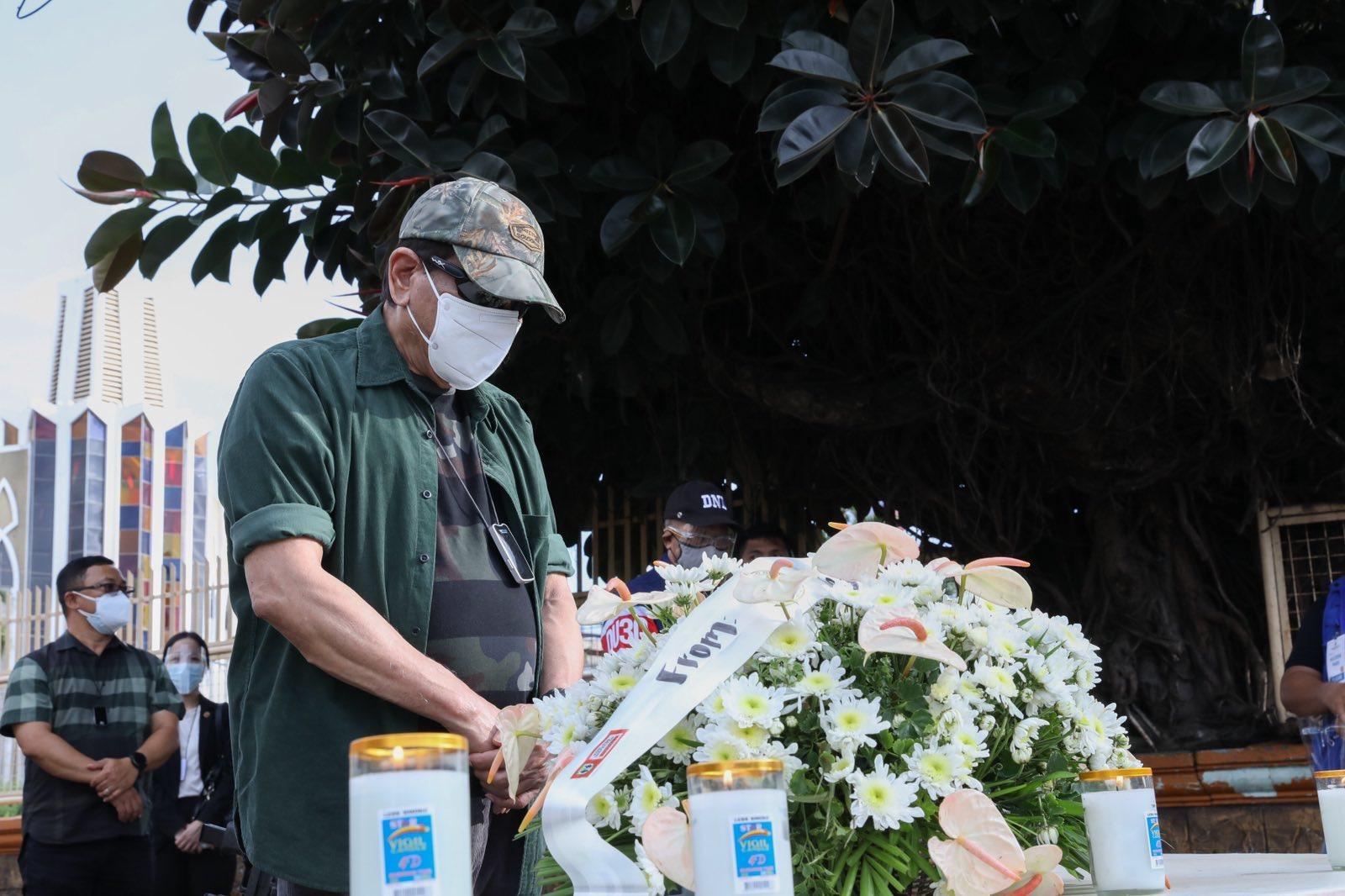 菲律宾总统杜特尔特视察霍洛市连环爆炸现场