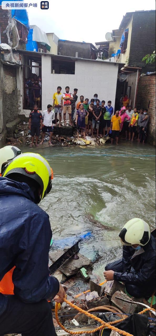 印度孟买一建筑物部分倒塌致2人死亡1人失踪