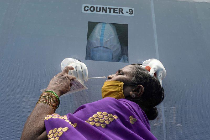 至少19国日增确诊超千例 印度连续6天日增超5万