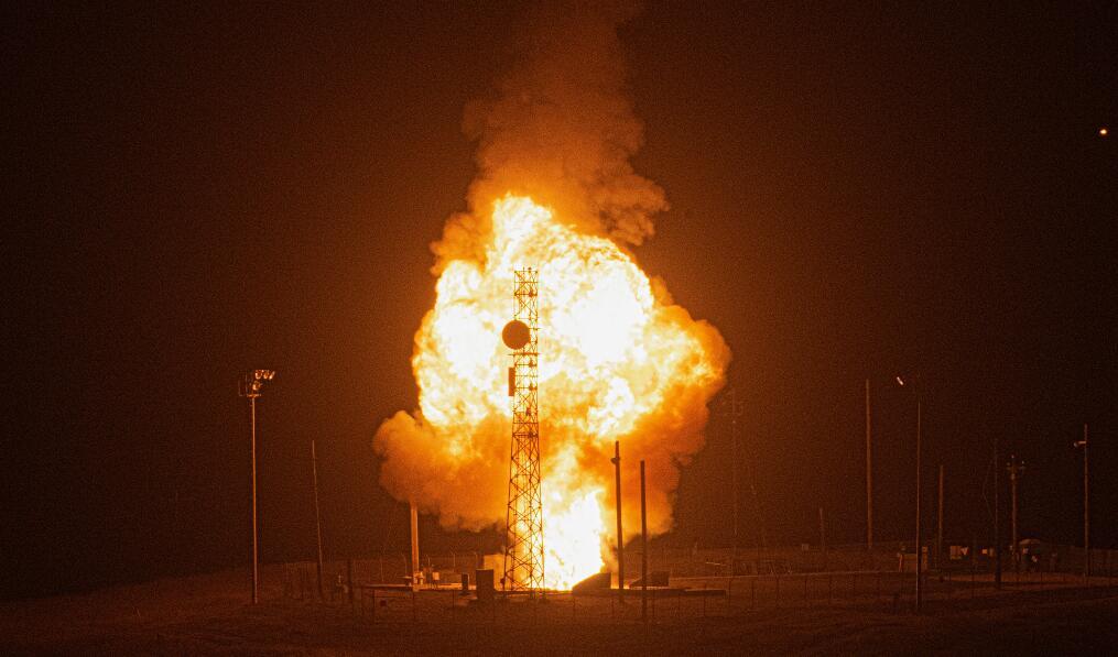 美军凌晨发射民兵3洲际导弹 从西海岸直奔太平洋(图)