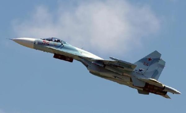 (6月15日俄罗斯两架苏-27战斗机在波罗的海上空伴飞拦截了美国轰炸机,图为苏-27)